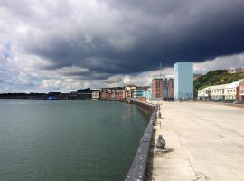 Cloud on the quay by roodpa