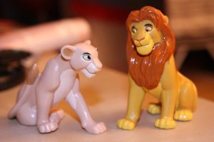 Simba and Nala figures by CrocodileRawk
