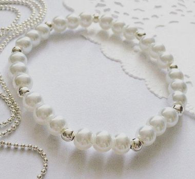 Handmade Pearl Bracelet by anniscrafts