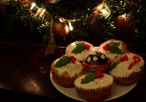 Christmas Cupcakes by Azraelia
