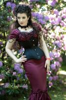 Crimson Queen by la-esmeralda