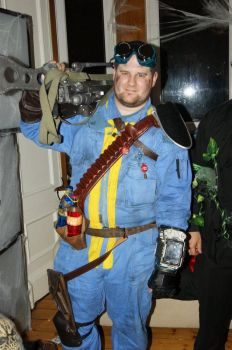 Fallout Costume 2011 by punk-cub-101