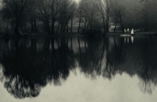 Silence of near water by aloner777