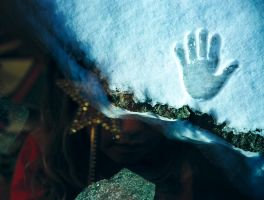 hand in snow by gonzoust