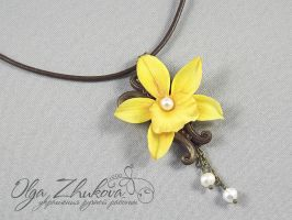 pendant with vanilla by polyflowers