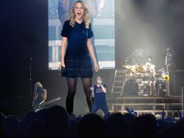 Giantess Taylor Swift in concert by joe116able