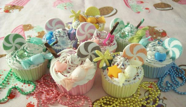 Decoden Cupcake Necklaces by lessthan3chrissy