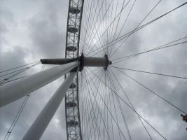 London's Eye by basilisk113