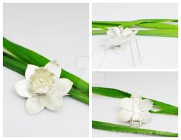 Daffodil Brooch - handmade by WallaceReg