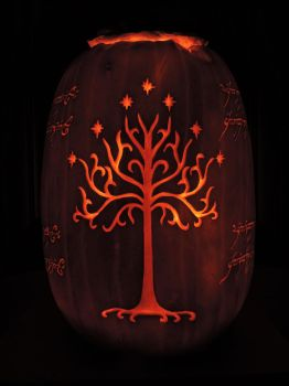 LOTR Pumpkin 2016! Side 2/4 by Lireal11