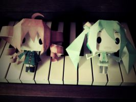 Vocaloid papercrafts by Rigamo12