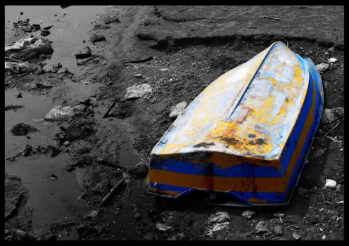 Upturned boat by Guy-with-the-guitar
