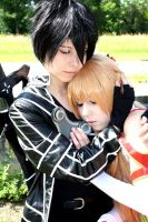 Sword Art Online Cosplay - Kirito hugs Asuna by K-I-M-I