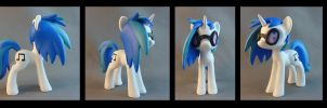 Vinyl Scratch / DJ Pon-3 Commission by krowzivitch