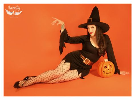 DOLLY AS WITCHY POO by vivavanstory