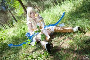 Ashe feeding herself - League of Legends by NunnallyLol