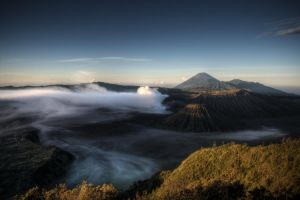 Sunrise on Gunung Semeru by kosmobil