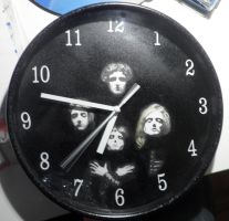 Queen II Clock by MoonyG