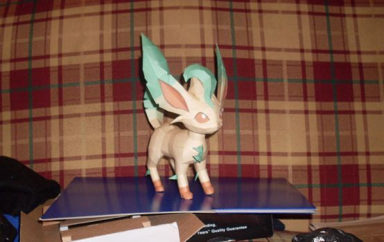 Leafeon Papercraft by AZBY
