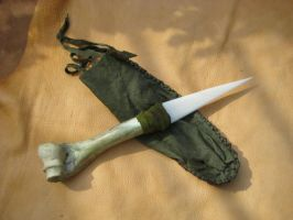 Green bone knife 1 by lupagreenwolf