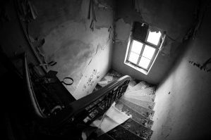 Abandoned house by EkNoa