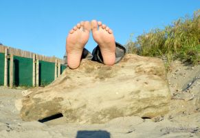 My Feet At The Beach by KarinaDreamer