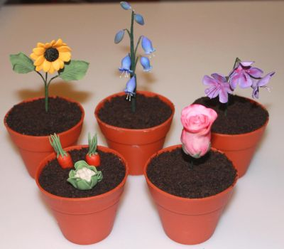 Plant Pot Cakes by nah-belle