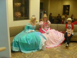 Princess Toadstool and Peach at Motaku 14'! by Andreasantoni