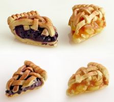 Mini Blueberry and Apple Pie by LolitaPopShop