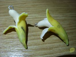 polyer clay banana earrings by trollwaffle
