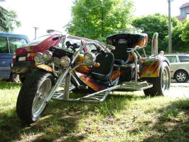 three-wheeler by oosstock