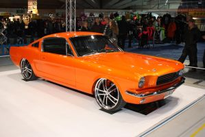 ford mustang by KazeandGeira