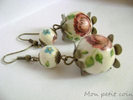 Decoupage earrings by monpetitcoin
