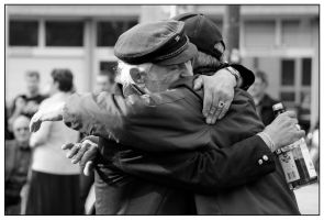 old man gives a hug by Streetphoto-Berlin