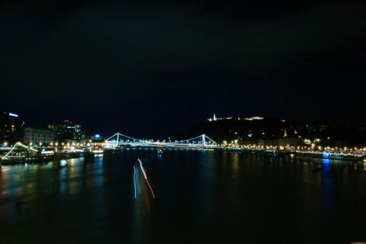 Budapeste in the night by Unique-stupidness