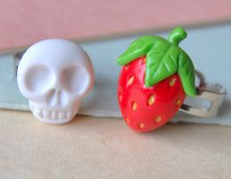 Skull and Strawberry by Madizzo