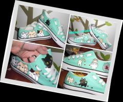 Hand painted kawaii cats shoes by elbuhocosturero