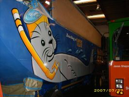 Driver's side of Seal Bus by MuralsbyLeBold