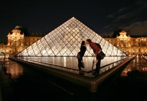 Love at the Louvre by uploathe