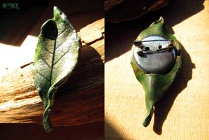 Leaf brooch by SuvetarsWell