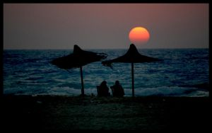Lovers under the Sunset by ZeeGraphix
