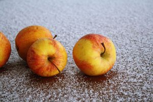 apples by DaFabs