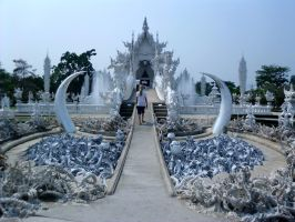 Weird temple Wat Rong Khun by Michi77