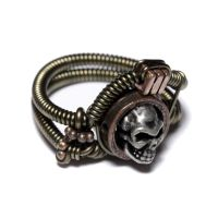 Steampunk skull ring size 9 by CatherinetteRings