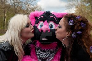 Pinky always get the lady's by FurryFursuitMaker