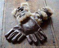 Stormcloak Fur Gloves by CanisPanthera