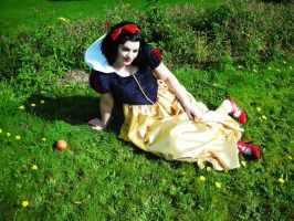 Snow white by kamikazechick