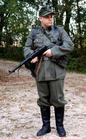 Schutze mit MP40 by zee-doktor-is-in