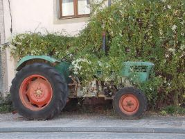Old agricultural tractor by kawat54