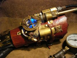 Steampunk Gauntlet: Upgraded2 by tungstenwolf
